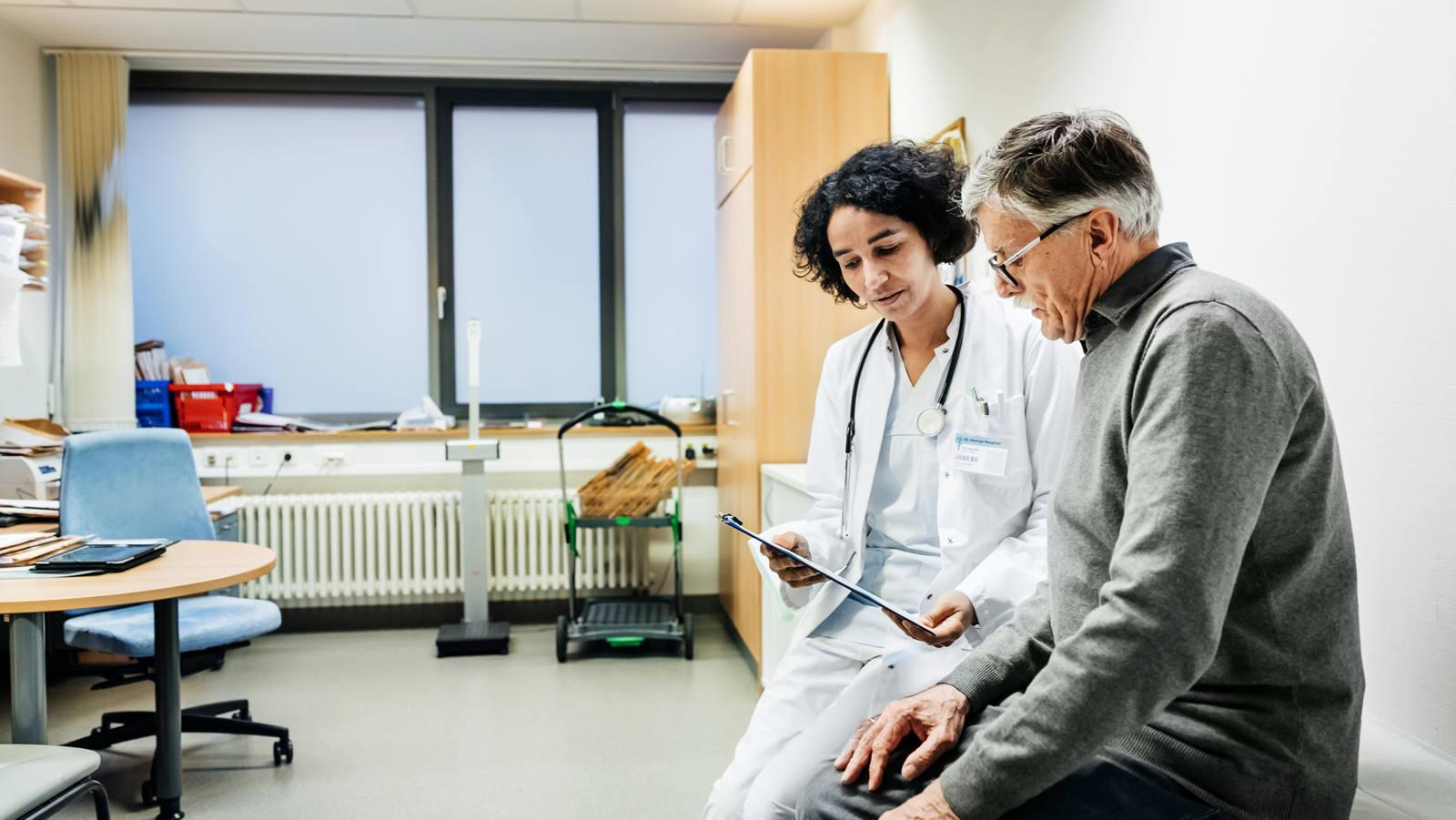 Patient und Ärztin im Gespräch