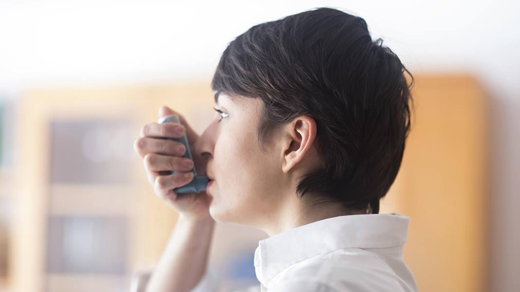 Cortison inhalieren: Schadet die Asthma-Behandlung?