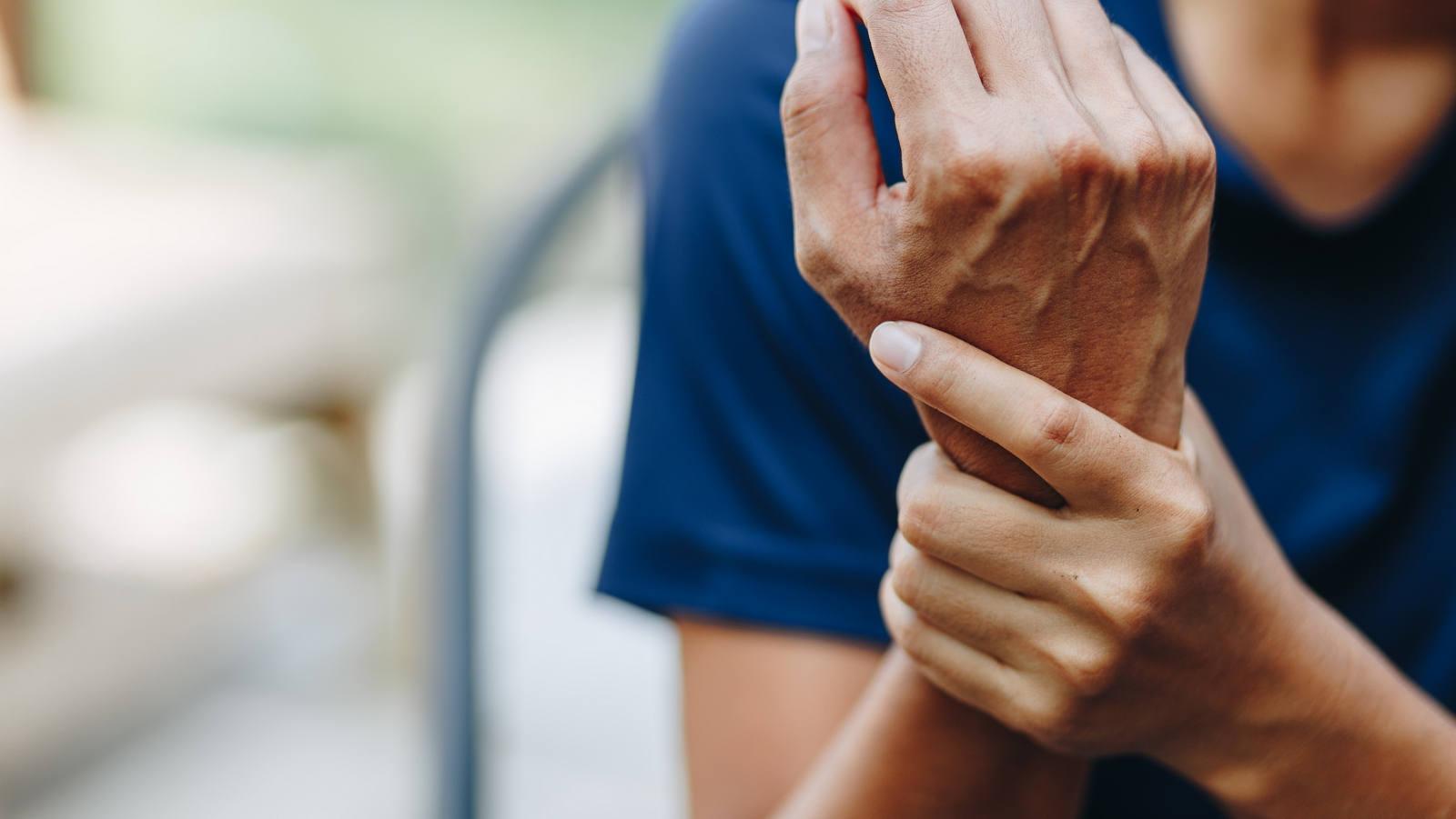 Rheuma: Symptome und Behandlung